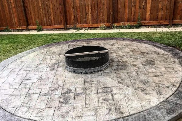 stamped-concrete-fireplace-calgary