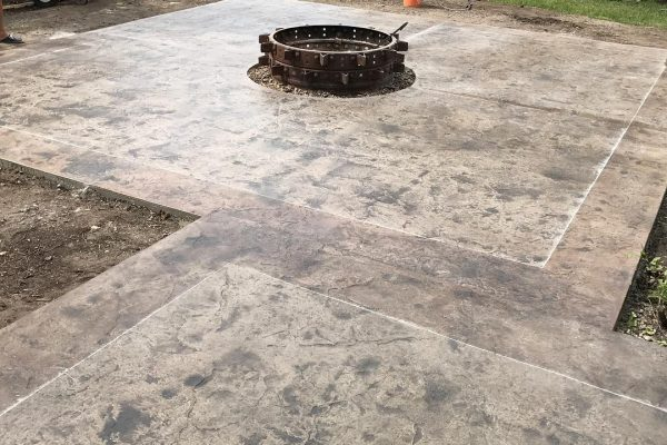 stamped-concrete-fireplace-calgary1